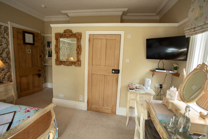 Superior King Ensuite Room in the heart of Malvern, Worcestershire